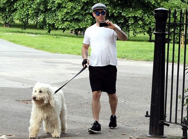 Robbie Williams le dedica un vídeo a su perro como despedida